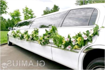 Фото - Красива прикраса лімузина на весілля