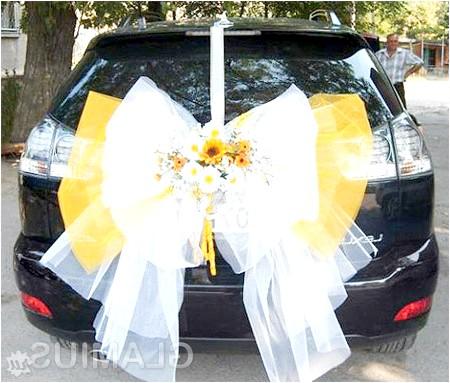 Фото - Красивий бант ззаду весільної машини