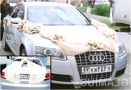 Фото - Красиво прикрашена весільна машина