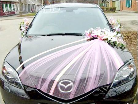 Фото - Елегантне прикраса капота весільної машини
