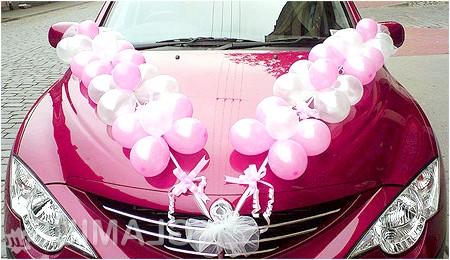 Фото - Весільна машина прикрашена кульками