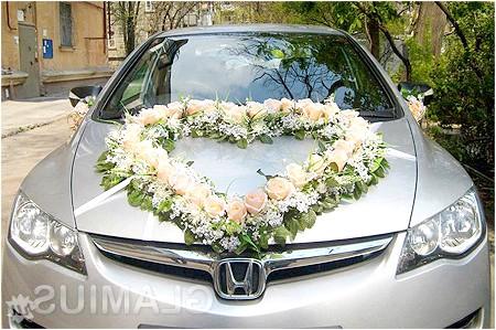 Фото - Штучні квіти для весільного автомобіля