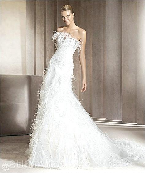 Фото - Незвичайне весільне плаття з пір'ям