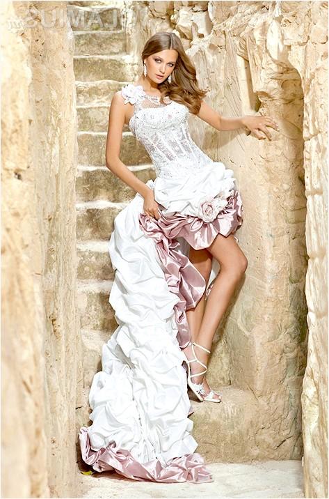 Фото - Коротке двокольорове весільну сукню зі шлейфом