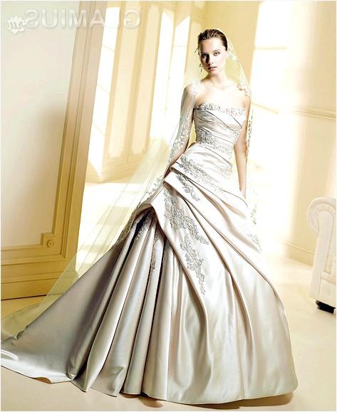 Фото - Гарне весільне плаття А-силуету з вишивкою