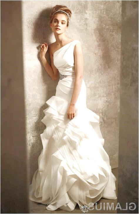 Фото - Одна бретелька у сукні - зачаровує асиметрія