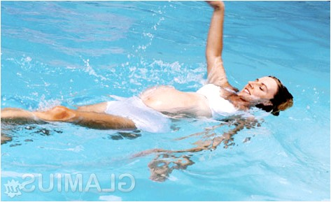 Фото - Профілактика передчасних пологів - плавання