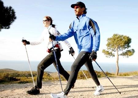 Фото - Один з популярних видів - скандинавська ходьба, мабуть, самий безпечний вид спорту!