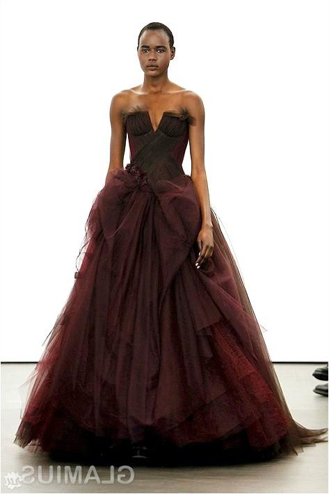 Фото - Весільна сукня сливового кольору