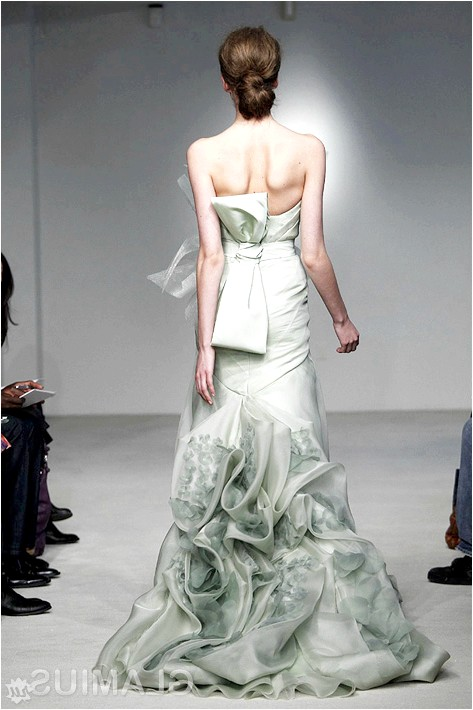 Фото - Весільна сукня фісташкового кольору