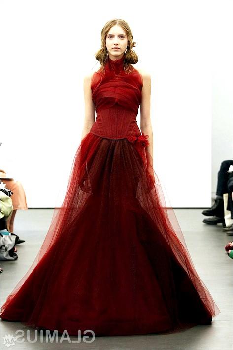 Фото - Весільна сукня кольору бордо