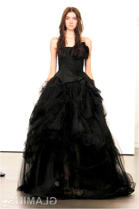 Фото - Весільна сукня чорного кольору від Віри Вонг