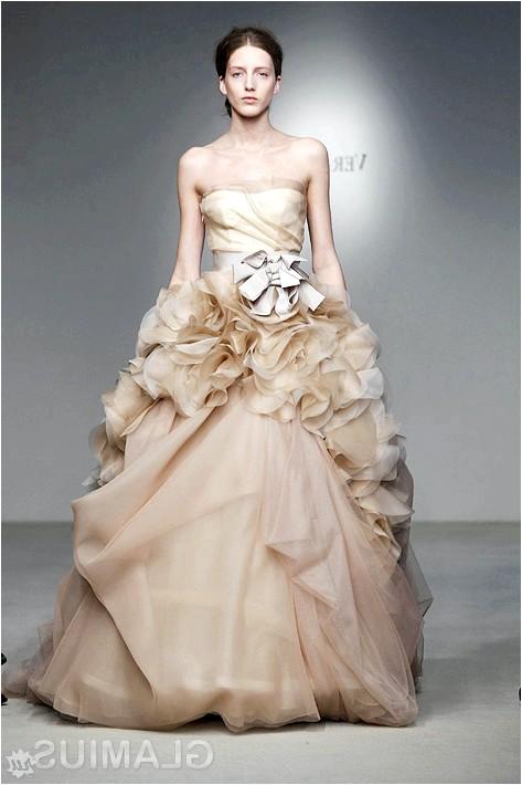 Фото - Пастельна весільну сукню від Віри Вонг