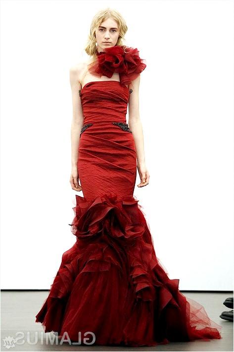 Фото - Облягає весільну сукню від Віри Вонг
