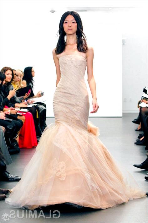 Фото - Кремове весільну сукню від Віри Вонг