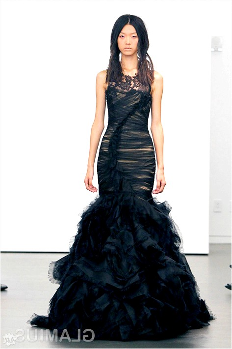 Фото - Чорне весільну сукню з обробкою гіпюром