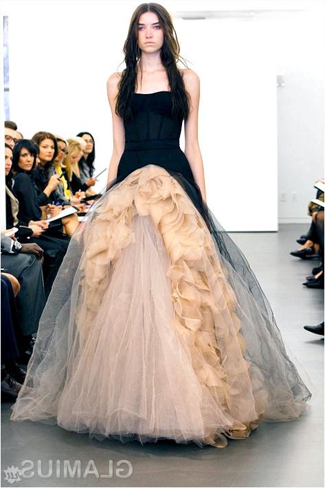 Фото - Кремово-чорне весільну сукню
