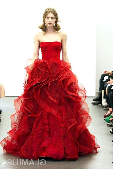 Фото - Алое весільну сукню від Віри Вонг