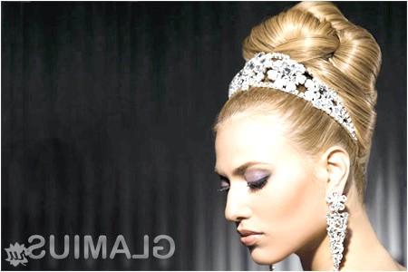 Фото - Весільні зачіски з діадемою