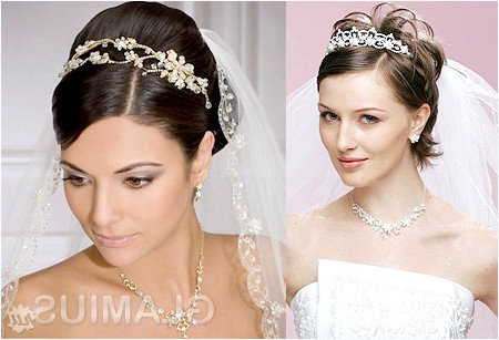 Фото - Весільна зачіска з діадемою і шиньйоном на коротке волосся